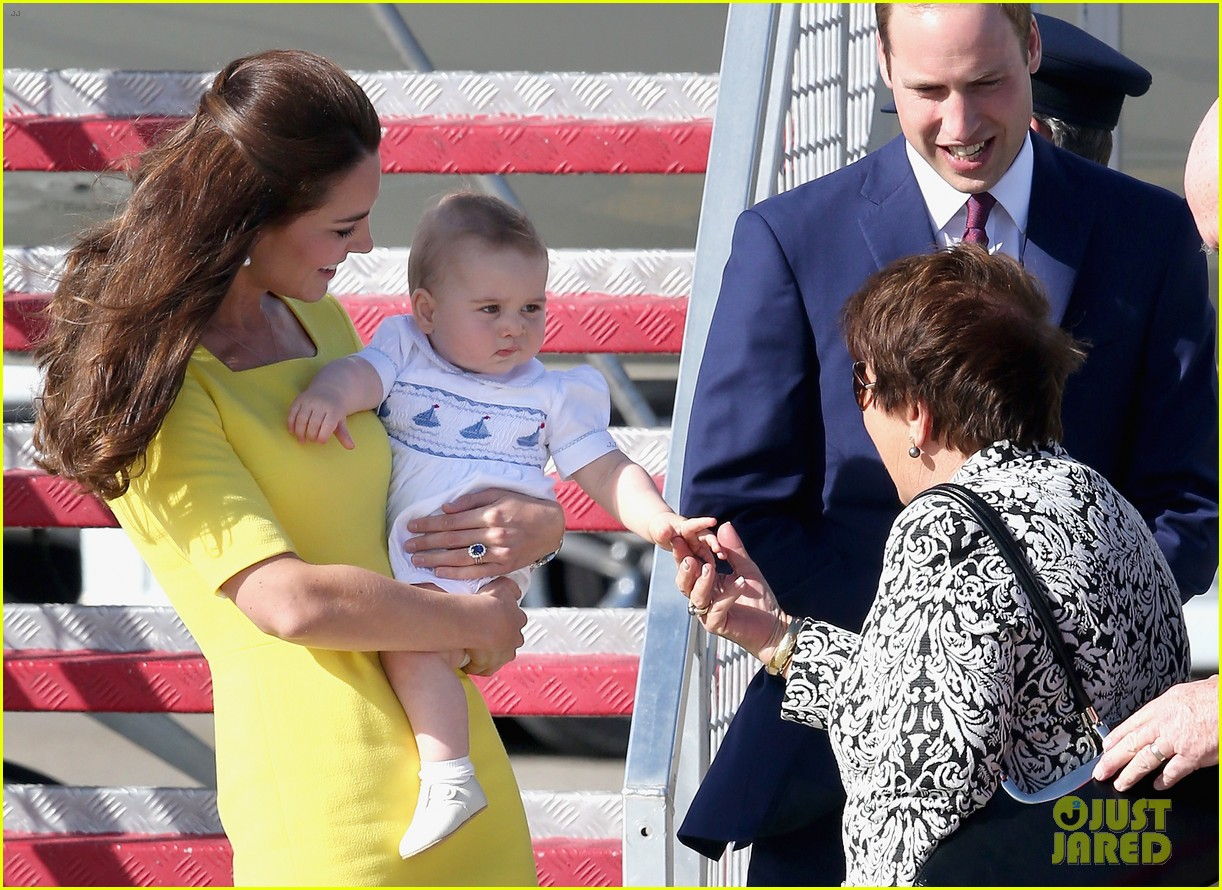 kate middleton changes into yellow dress to arrive in australia 043093087