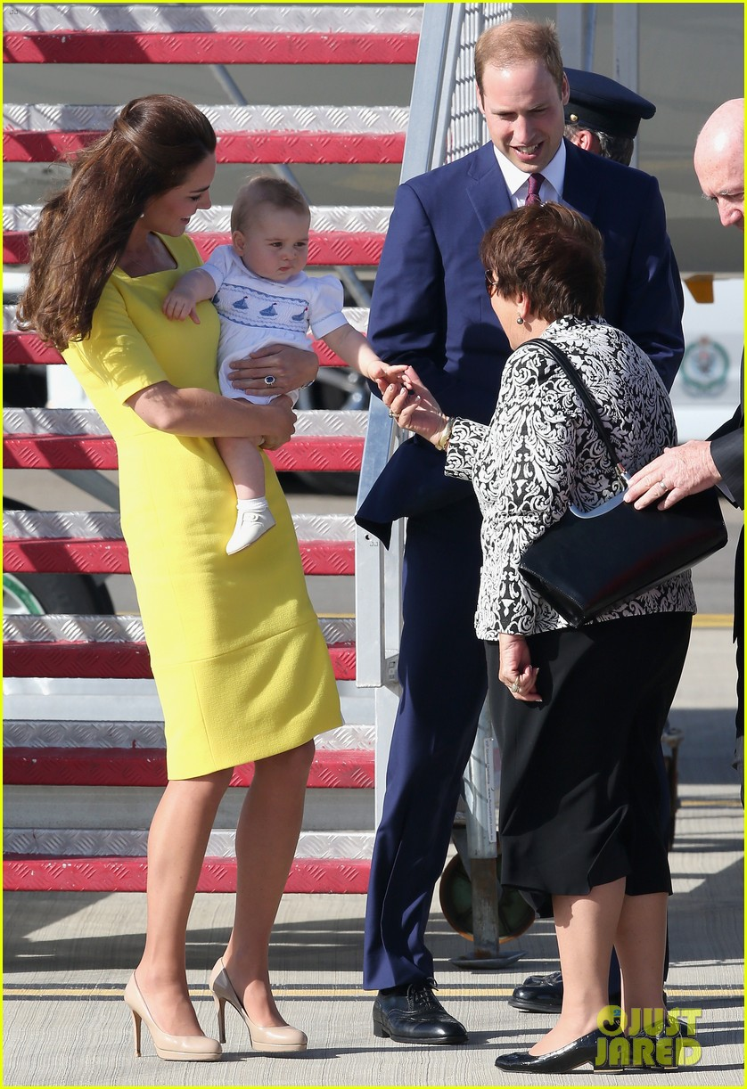 kate middleton changes into yellow dress to arrive in australia 193093102