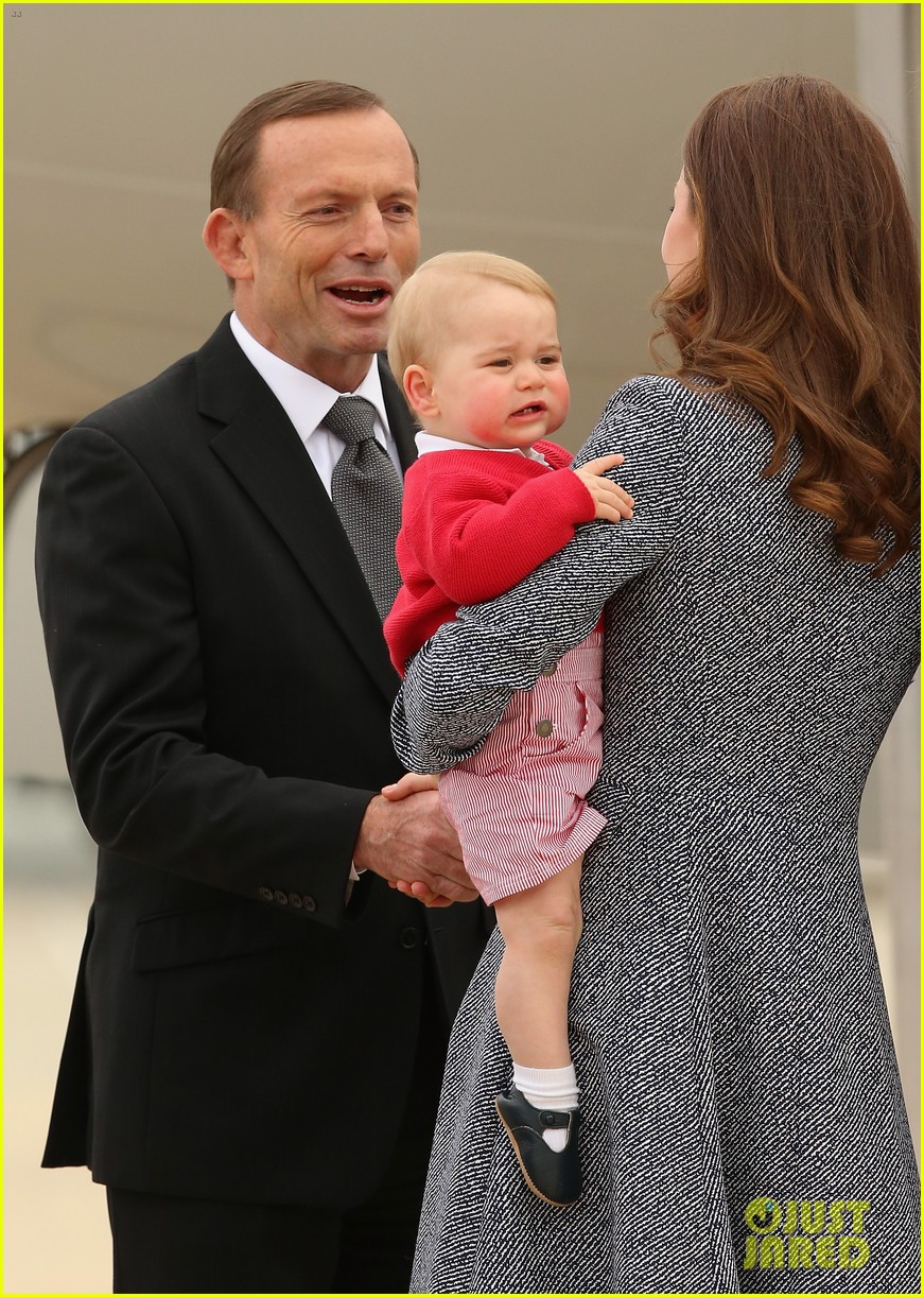 kate middleton prince william prince george say goodbye to australia 213098867