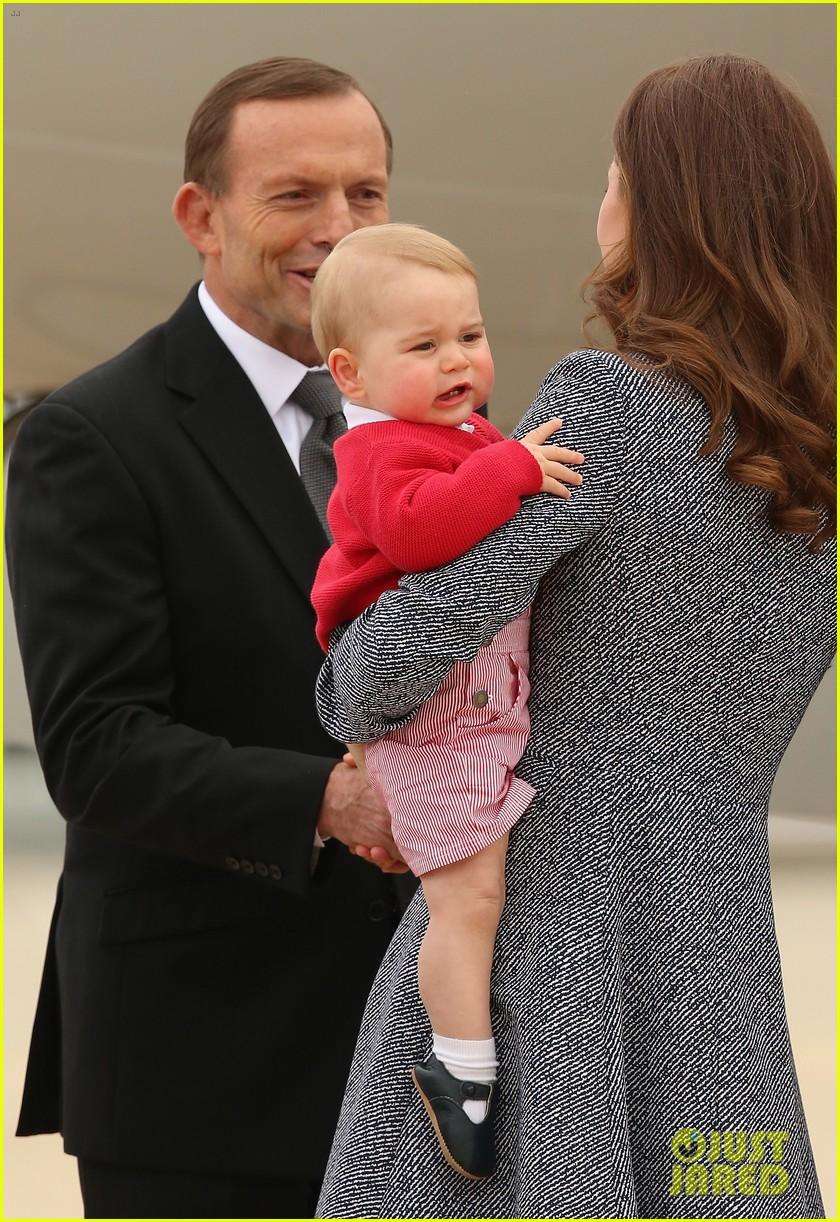 kate middleton prince william prince george say goodbye to australia 223098868