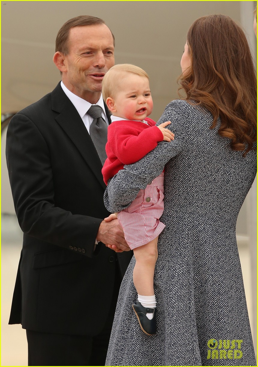 kate middleton prince william prince george say goodbye to australia 243098870