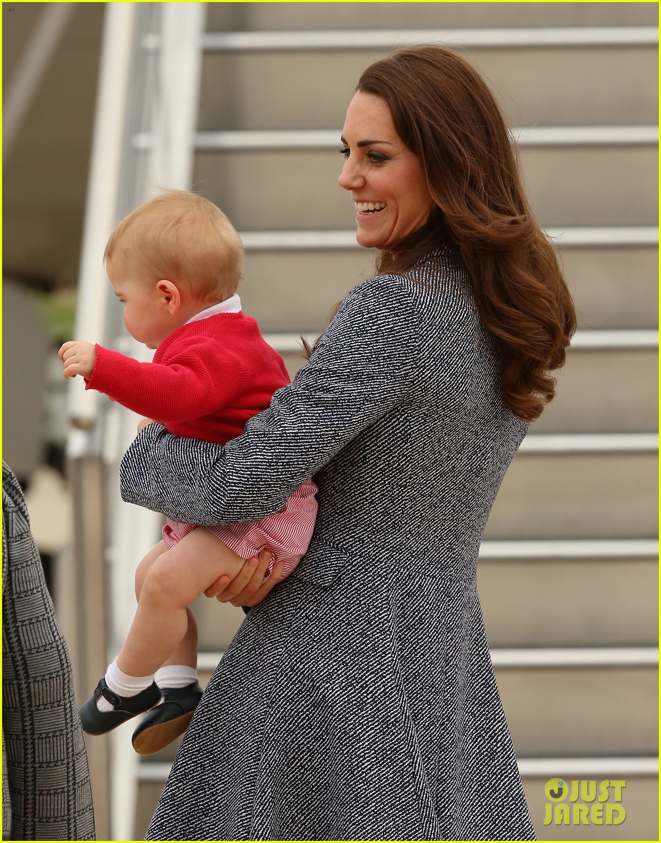 kate middleton prince william prince george say goodbye to australia 253098871