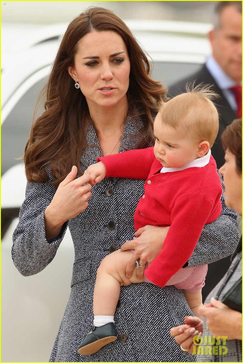 kate middleton prince william prince george say goodbye to australia 28
