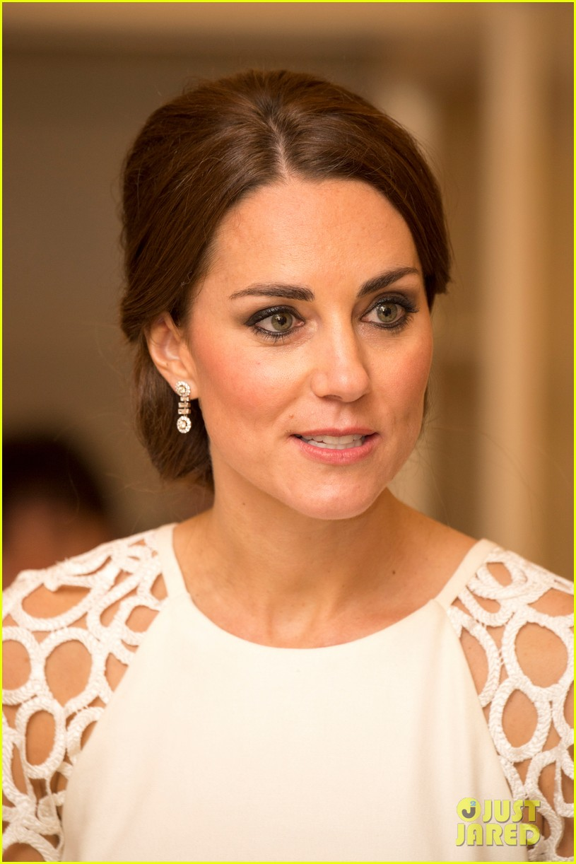 kate middleton wraps up royal tour with one of her loveliest looks yet 113098278