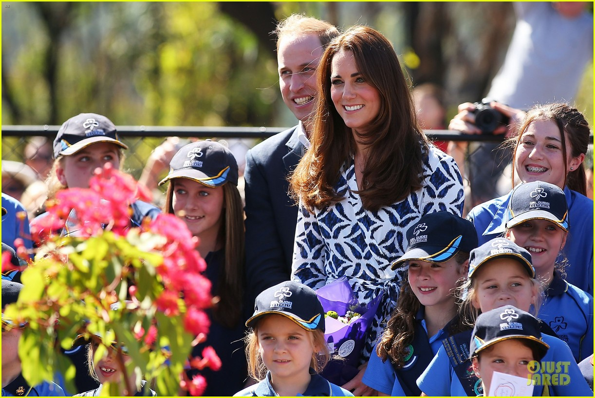 kate middleton prince william plant tree in australia 043093683
