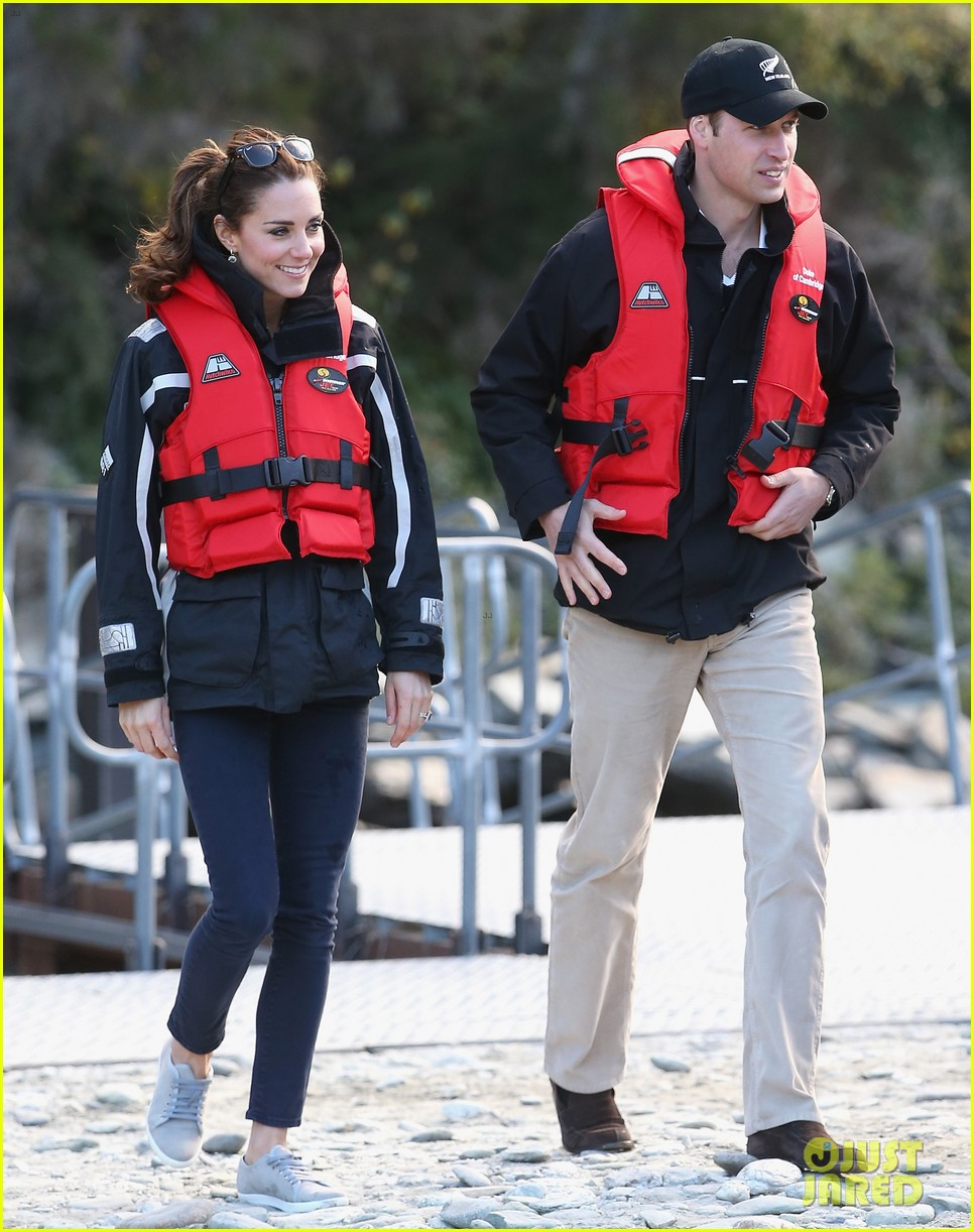 kate middleton prince william speed boat ride 013090387