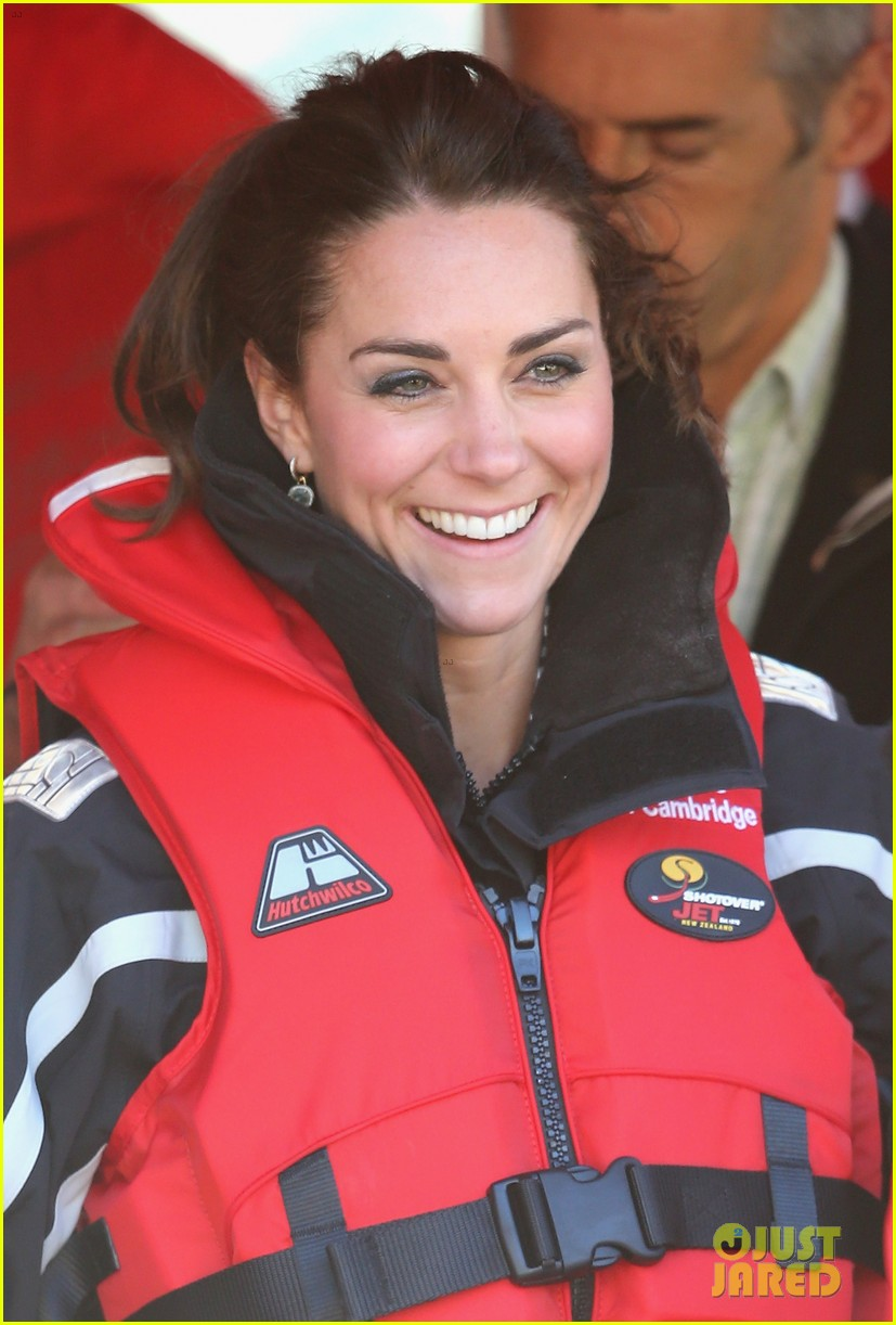 kate middleton prince william speed boat ride 28