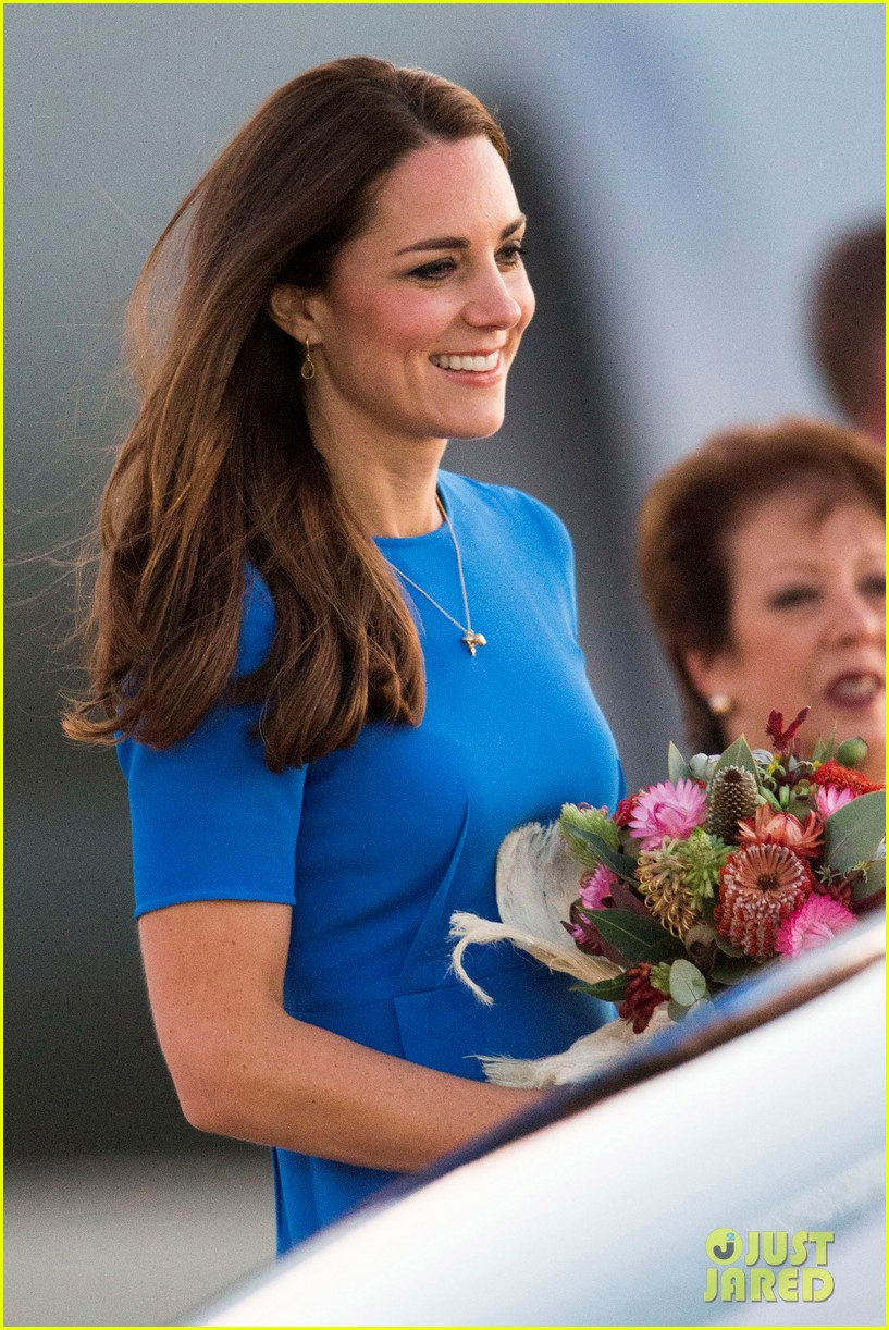 kate middleton wears third gorgeous dress on easter sunday 033095853