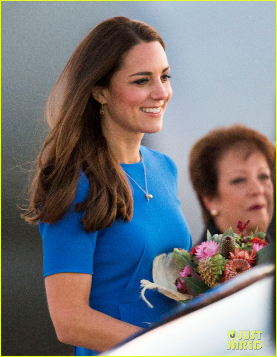 kate middleton wears third gorgeous dress on easter sunday 073095857