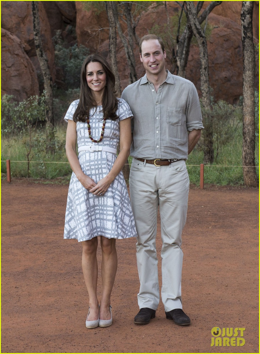 kate middleton dazzles in two dresses during visit to uluru with prince george 023096624