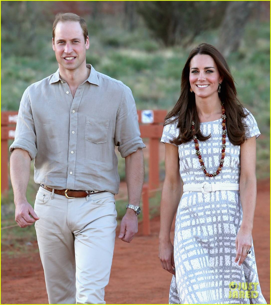 kate middleton dazzles in two dresses during visit to uluru with prince george 133096635