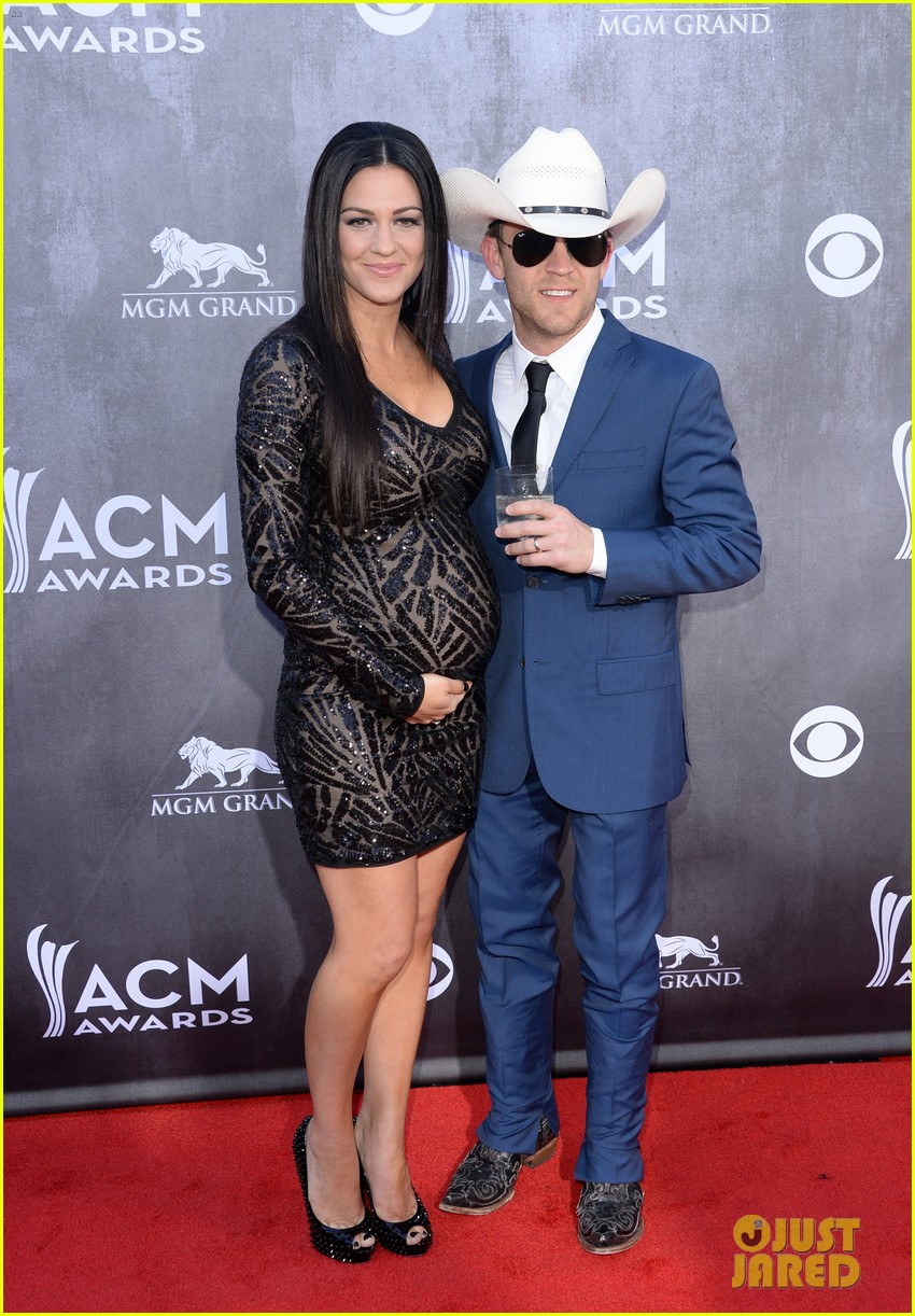 justin moore wins new artist of the year at acm awards 2014 013085959