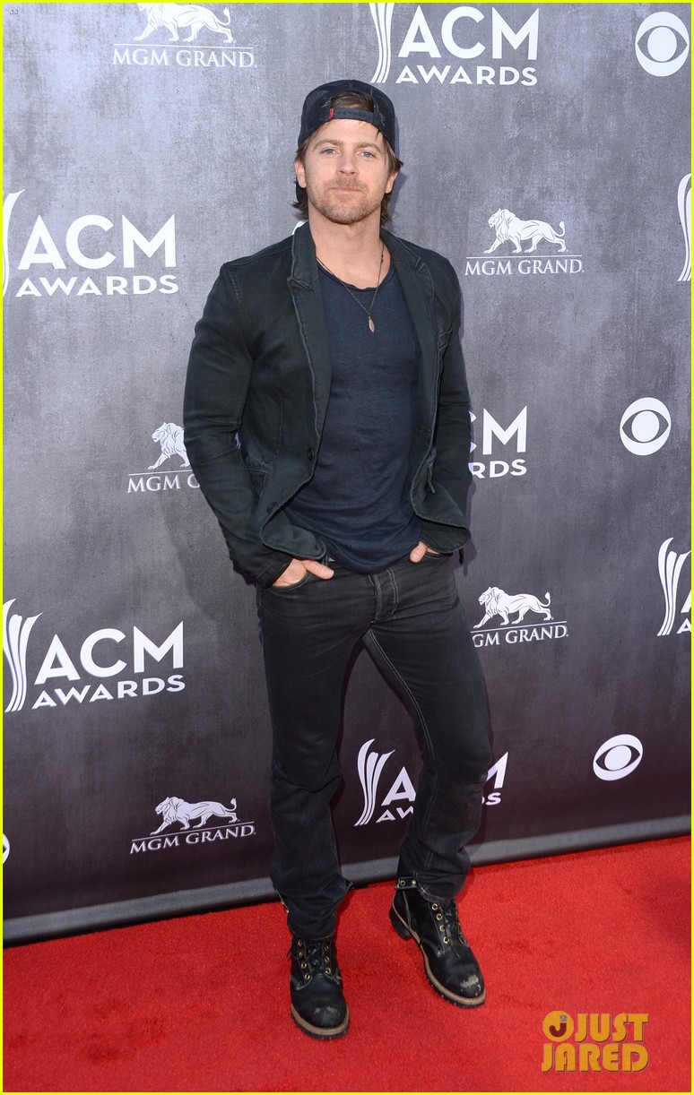 justin moore wins new artist of the year at acm awards 2014 053085963