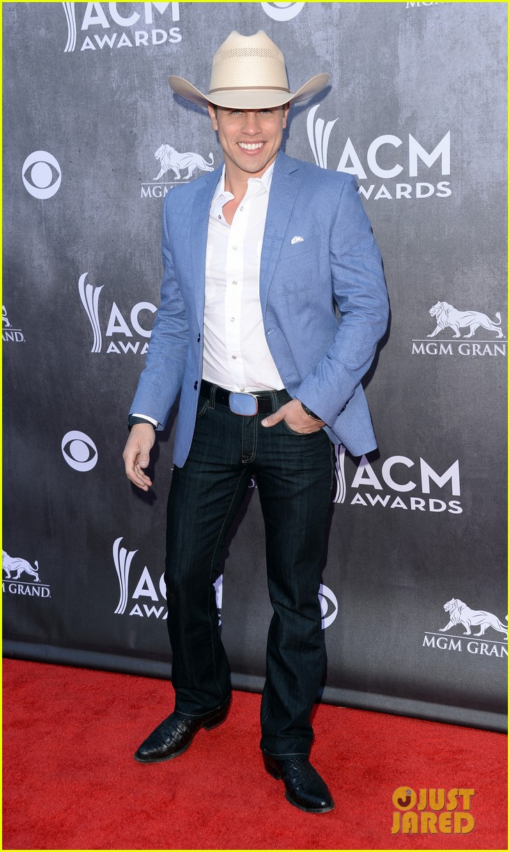 justin moore wins new artist of the year at acm awards 2014 06