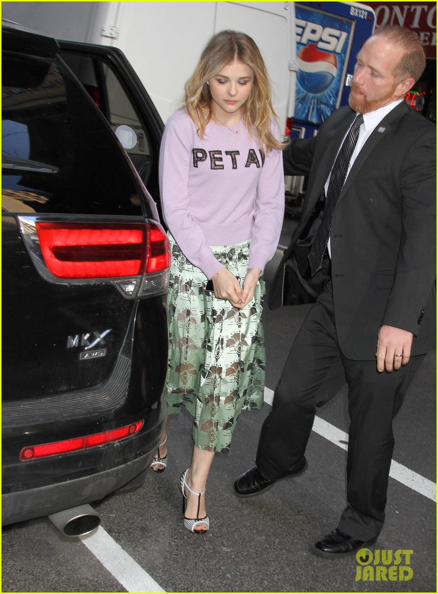 chloe moretz pretty as a petal for today show appearance 013093833