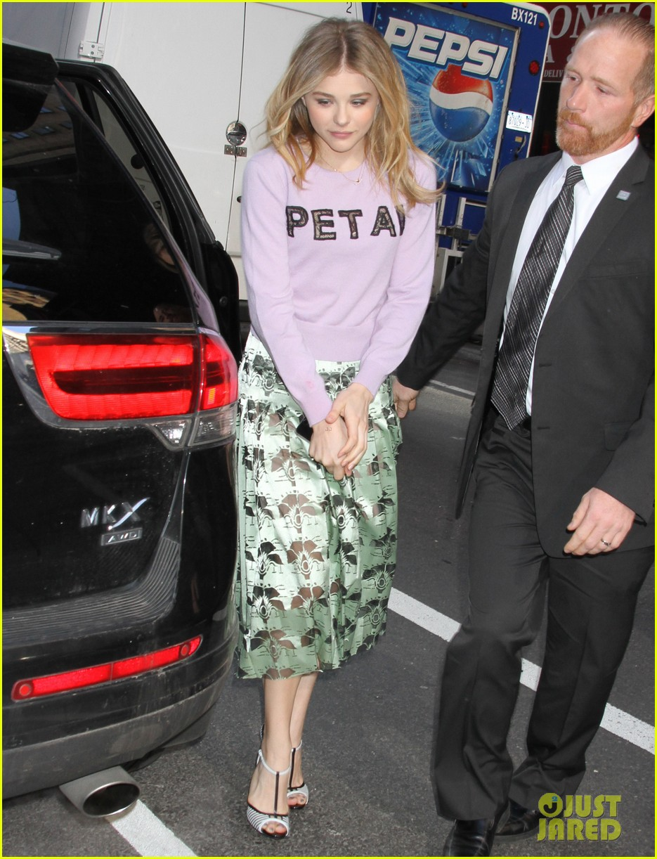 chloe moretz pretty as a petal for today show appearance 023093834