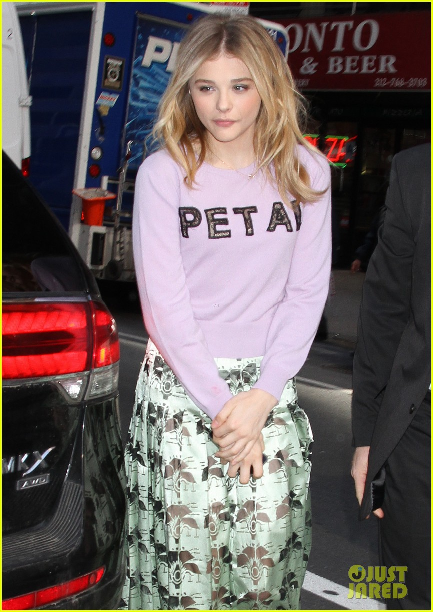 chloe moretz pretty as a petal for today show appearance 043093836