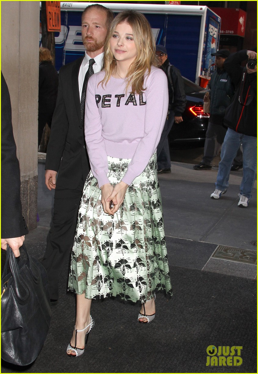 chloe moretz pretty as a petal for today show appearance 06