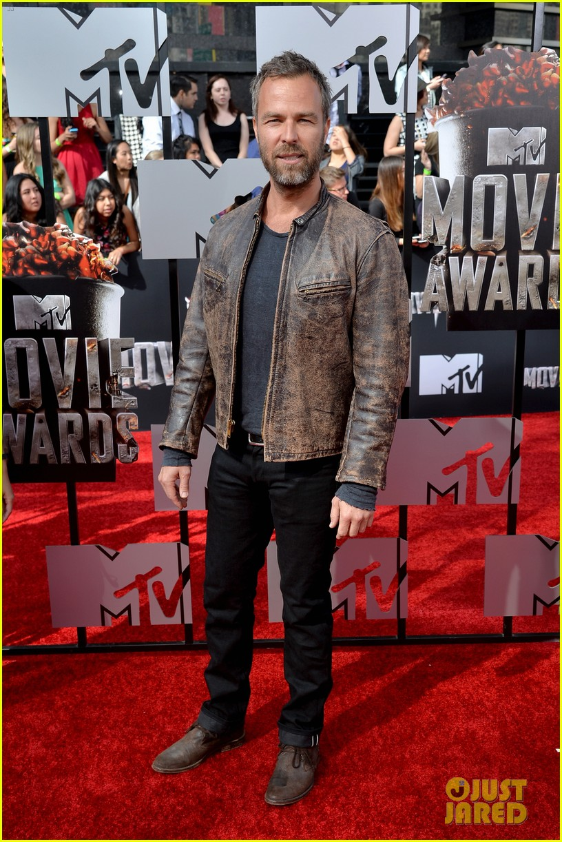 dylan obrien tyler hoechlin mtv movie awards 2014 12