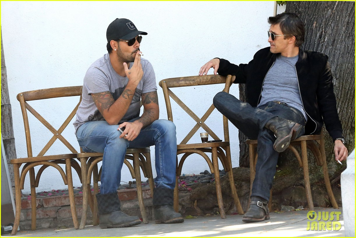 olivier martinez gets in some guy time with eduardo cruz 133093341