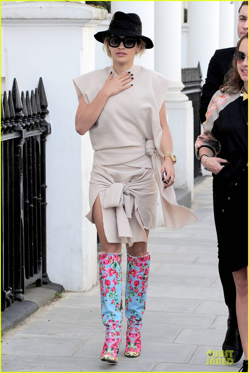 rita ora frills at glamour of fashion exhibition 033083097