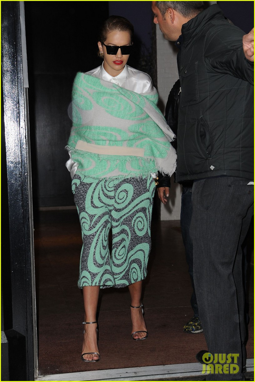 rita ora reportedly signs new deal with roberto cavalli 013102595