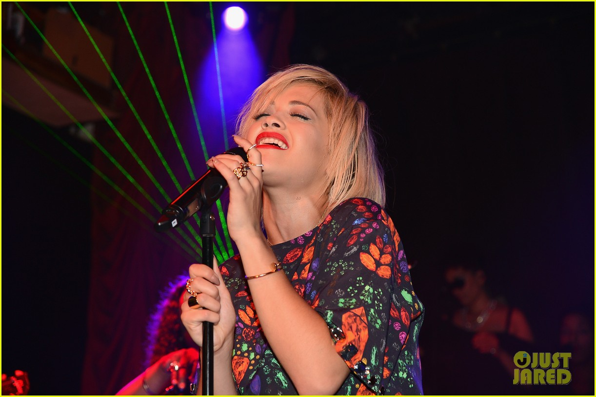 rita ora reportedly signs new deal with roberto cavalli 063102600