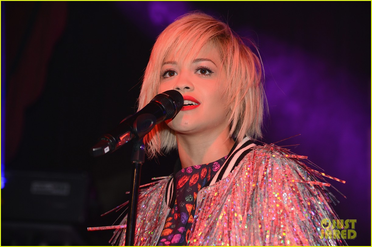 rita ora reportedly signs new deal with roberto cavalli 133102607
