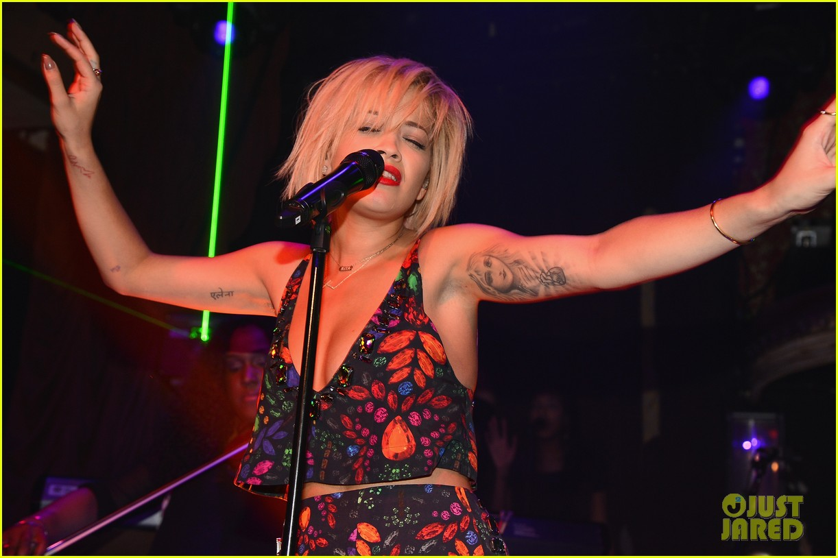rita ora reportedly signs new deal with roberto cavalli 143102608