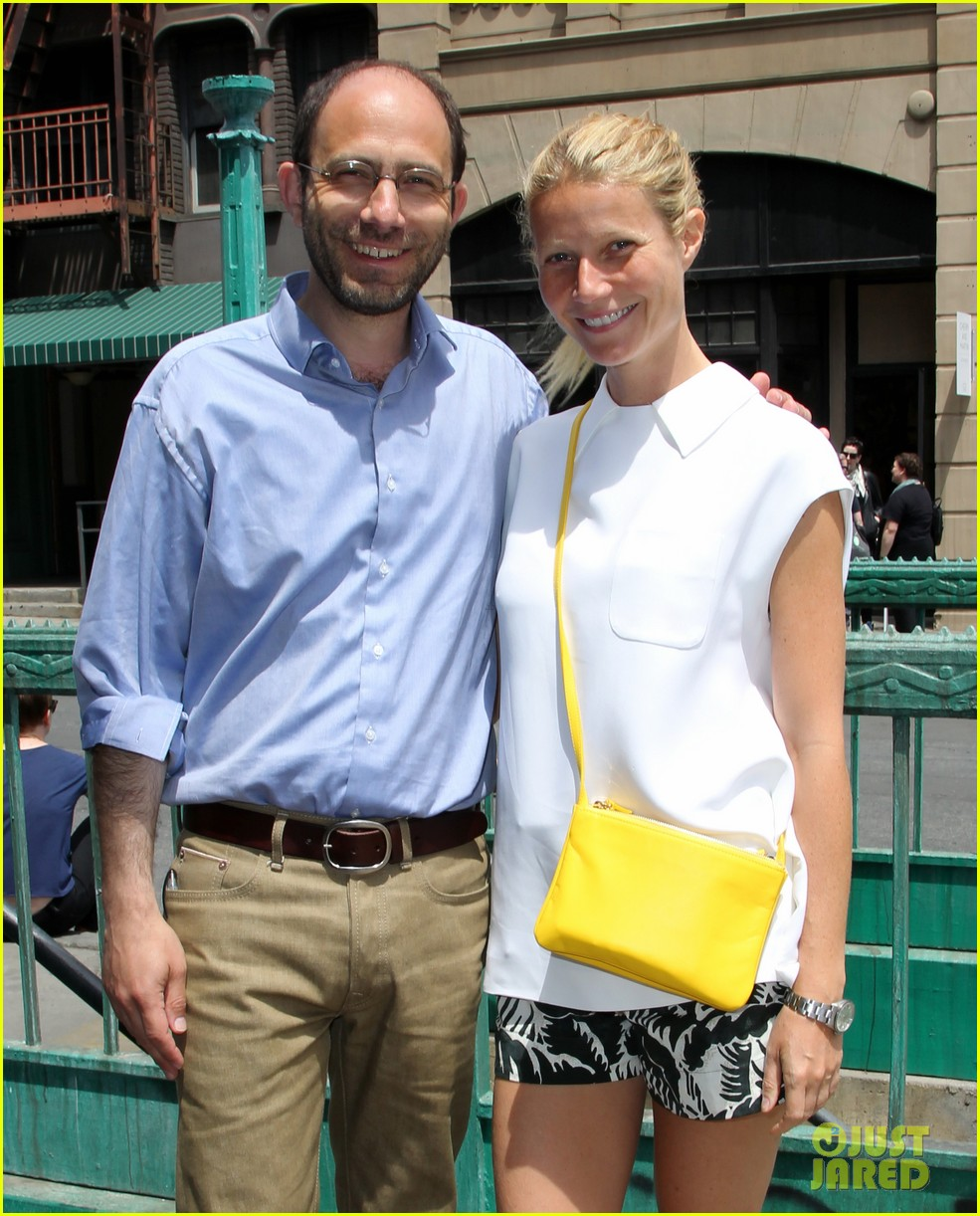 gwyneth paltrow makes it just in time for paris photo la day 3 023100477