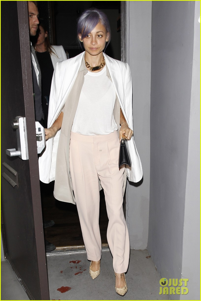 gwyneth paltrow meets up with gwen stefani nicole richie at crossroads for dinner 01