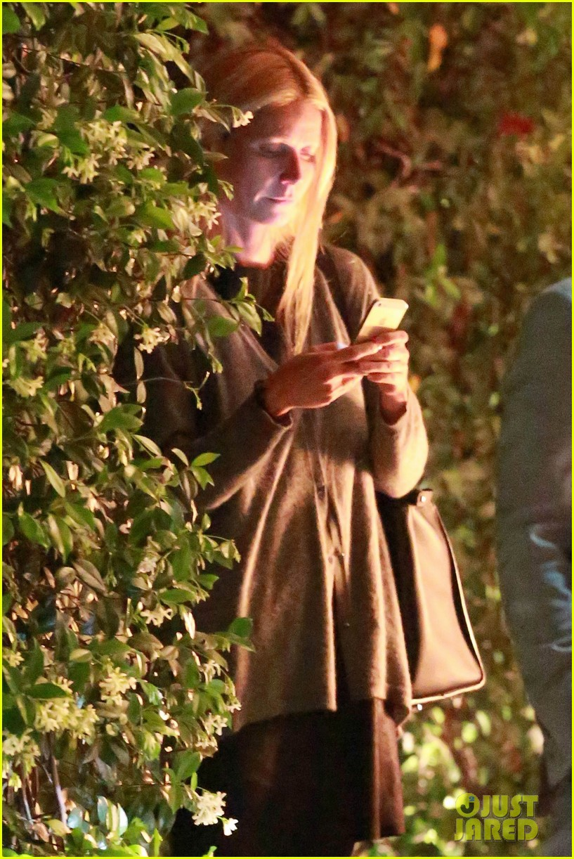 gwyneth paltrow goes makeup free after chris martin takes blame for split 02