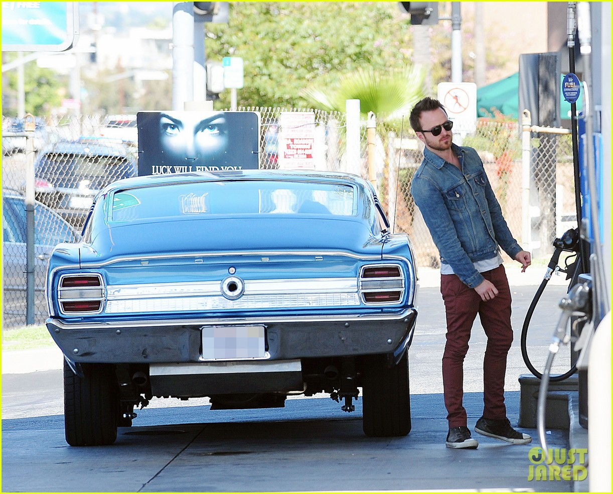 aaron paul feels like an ex boyfriend to amanda seyfried 053086957