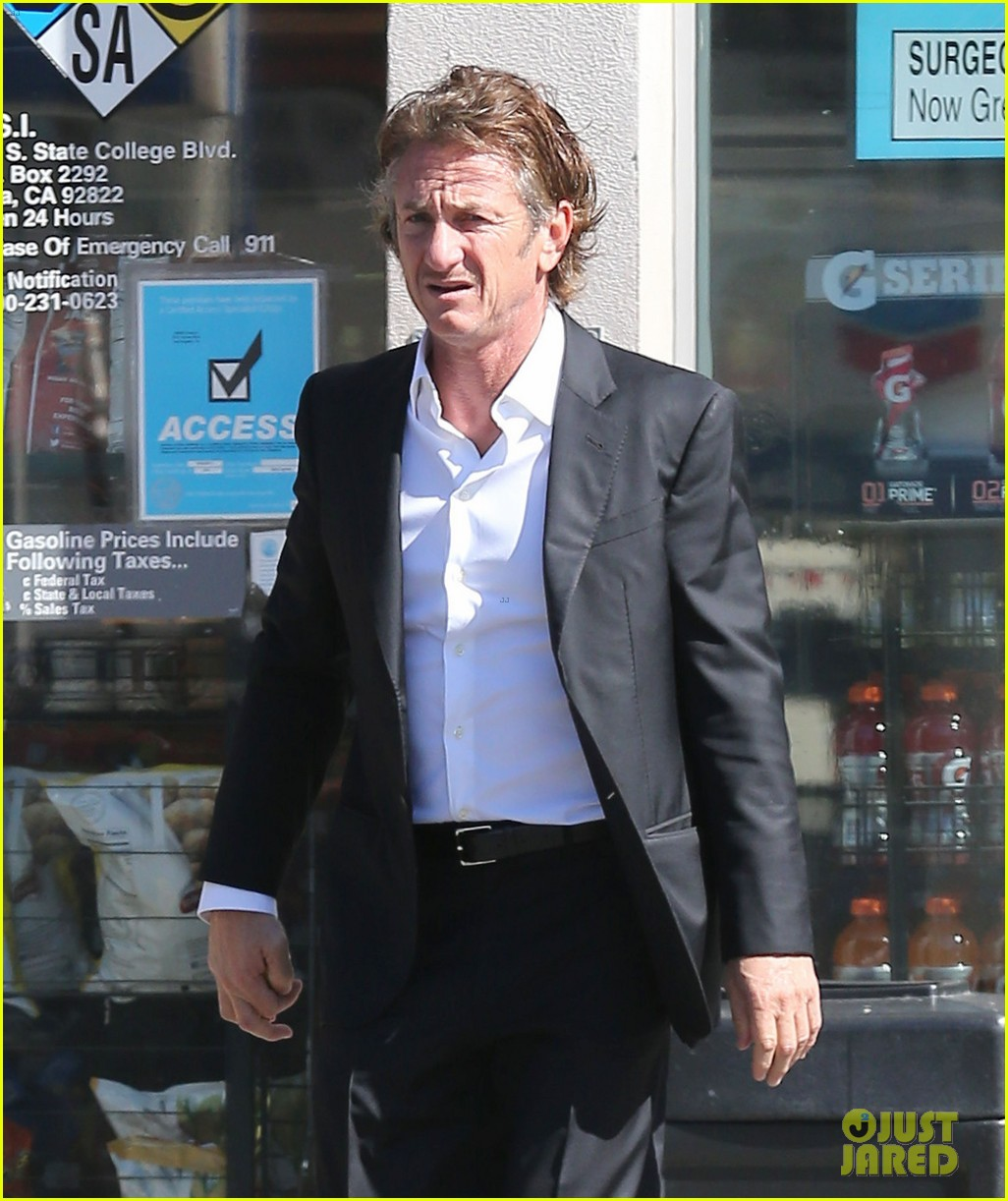 sean penn calls out media for not covering positive haiti news 023100903