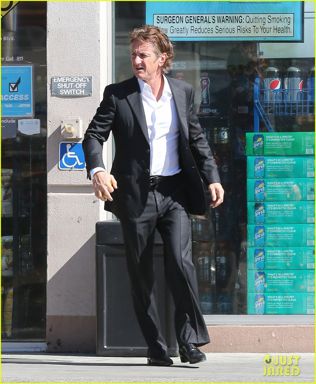 sean penn calls out media for not covering positive haiti news 083100909