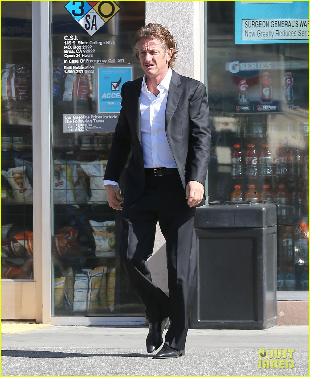 sean penn calls out media for not covering positive haiti news 103100911