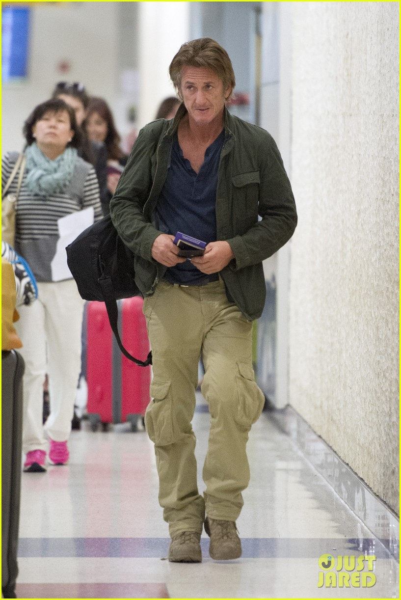 sean penn takes flight after exciting new movie news 023091765