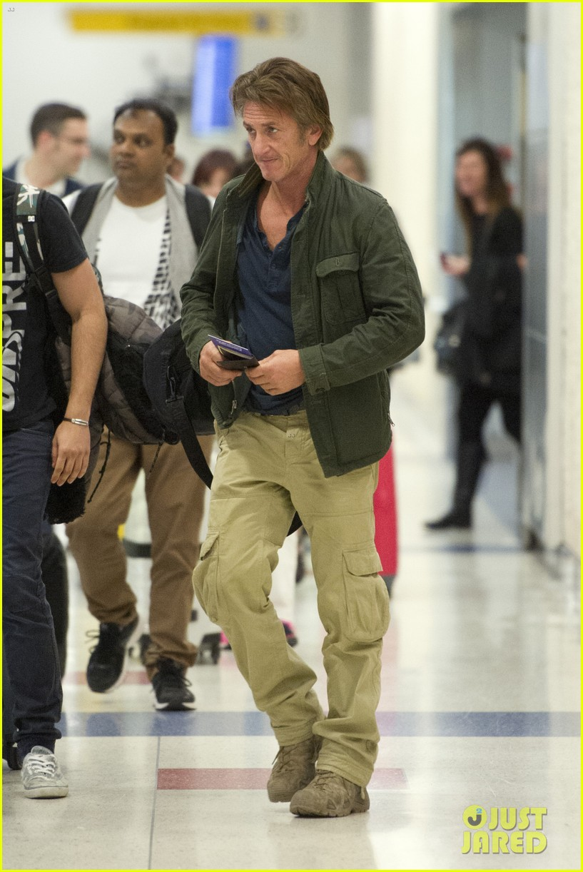 sean penn takes flight after exciting new movie news 043091767