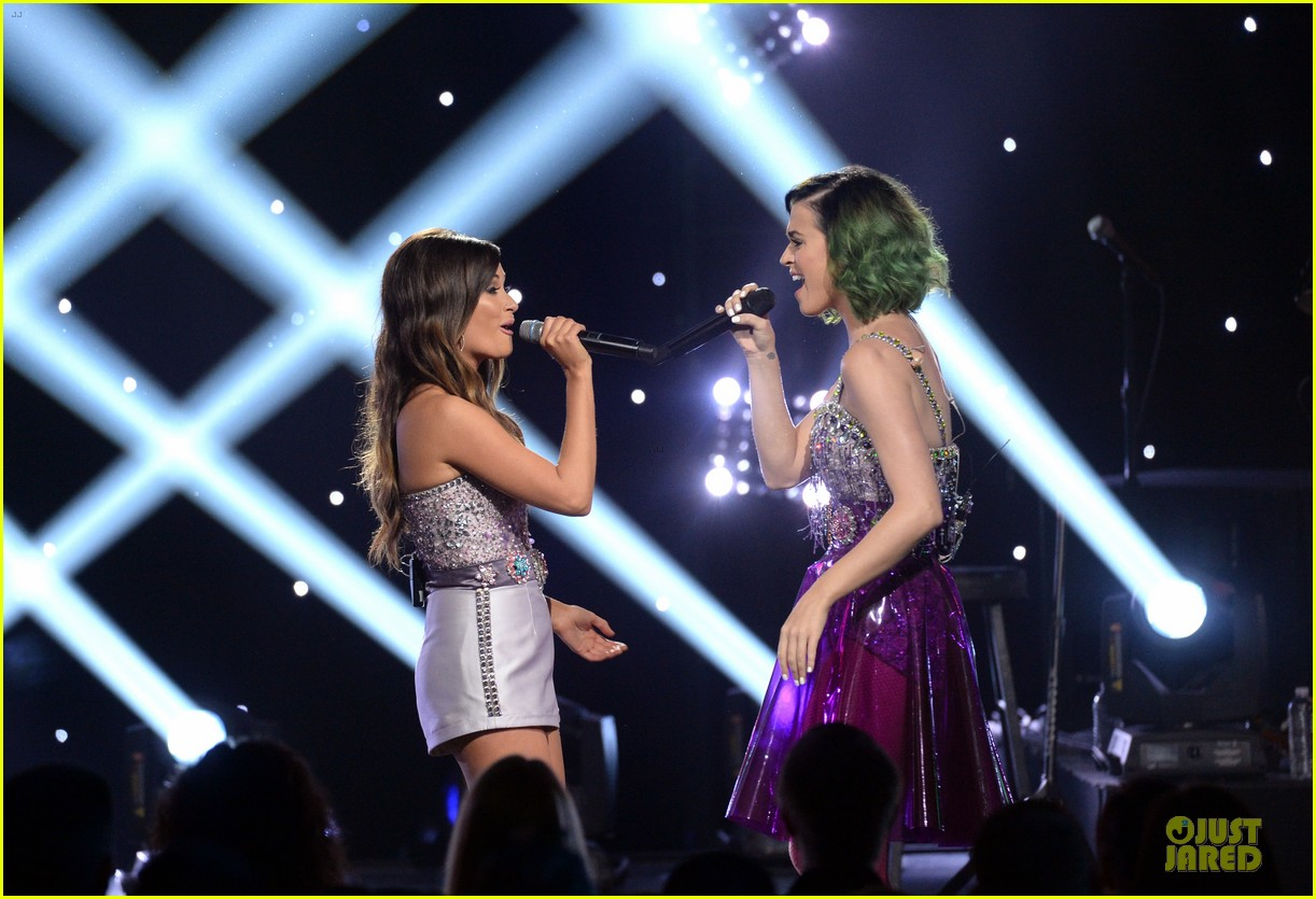 katy perry kacey musgraves performing at cmt crossroads 013095096