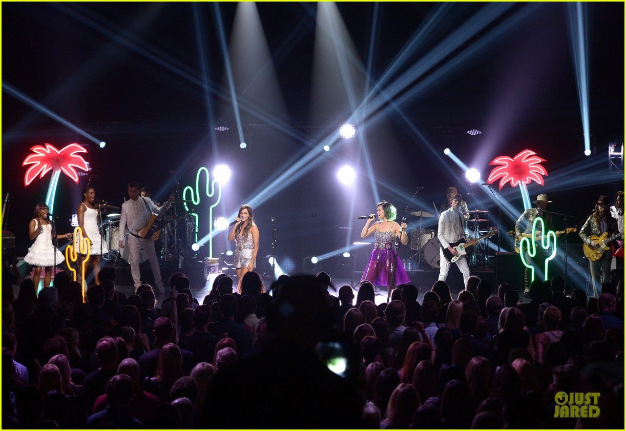 katy perry kacey musgraves performing at cmt crossroads 063095101