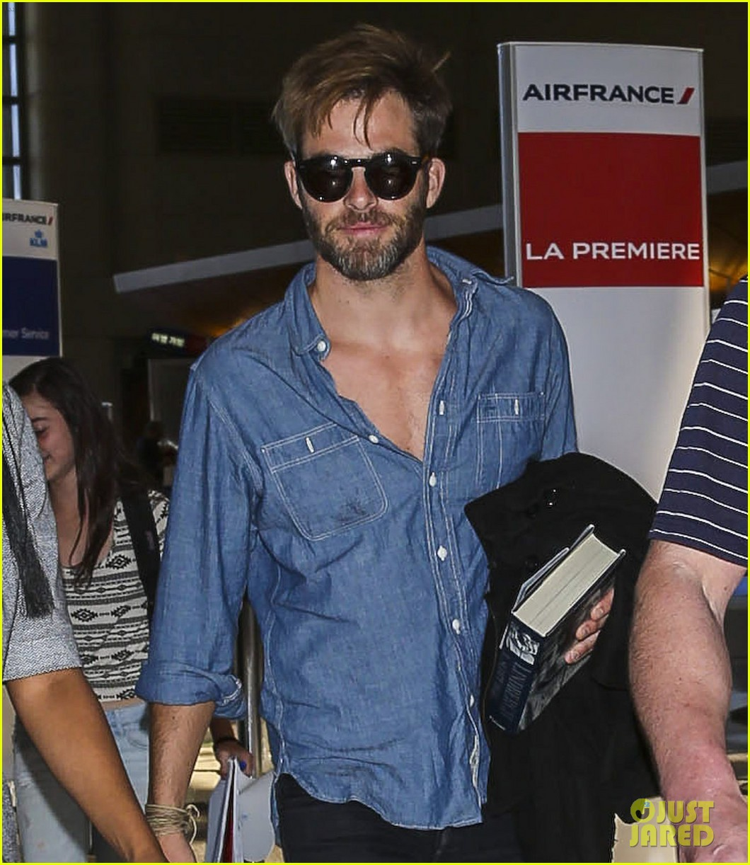 chris pine brings lindbergh along for trip to london 053086216