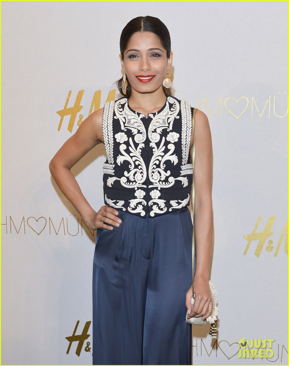 freida pinto cant believe she met alex wek 023088352