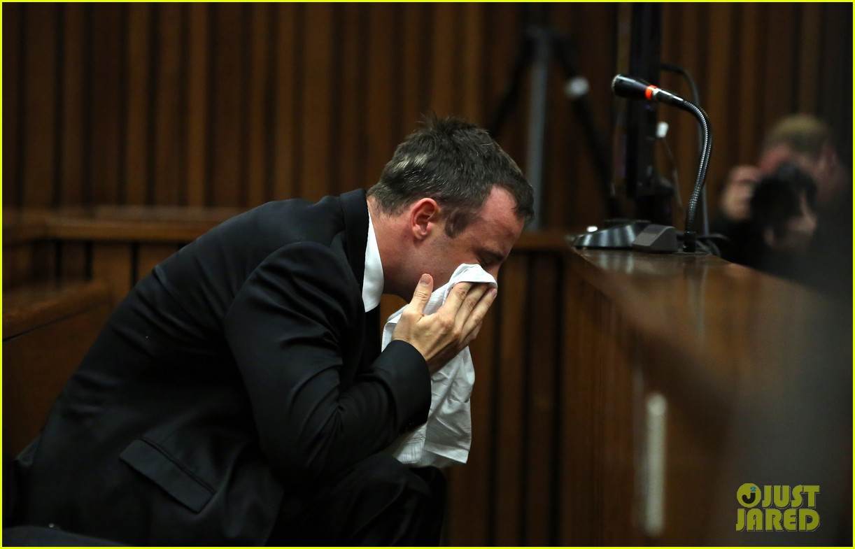 oscar pistorious takes the stand gives tearful apology 023086207