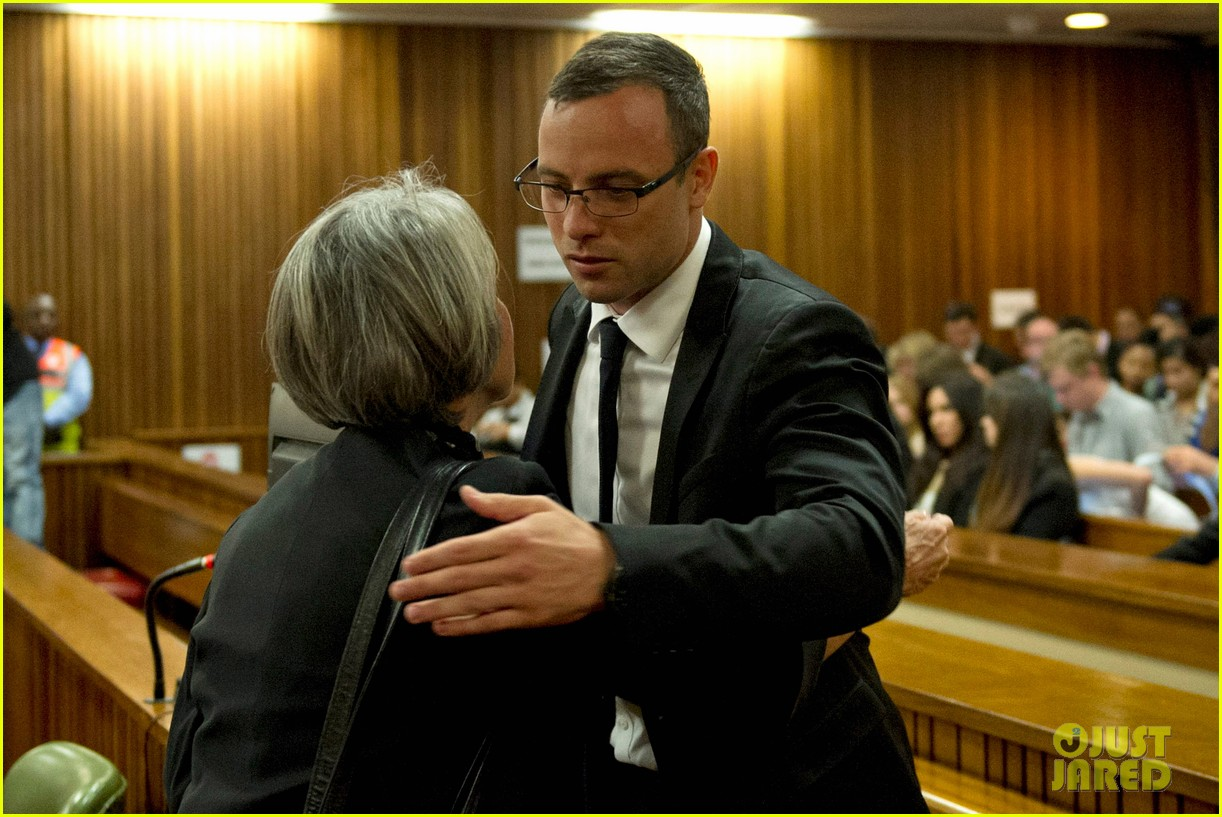 oscar pistorious takes the stand gives tearful apology 033086208