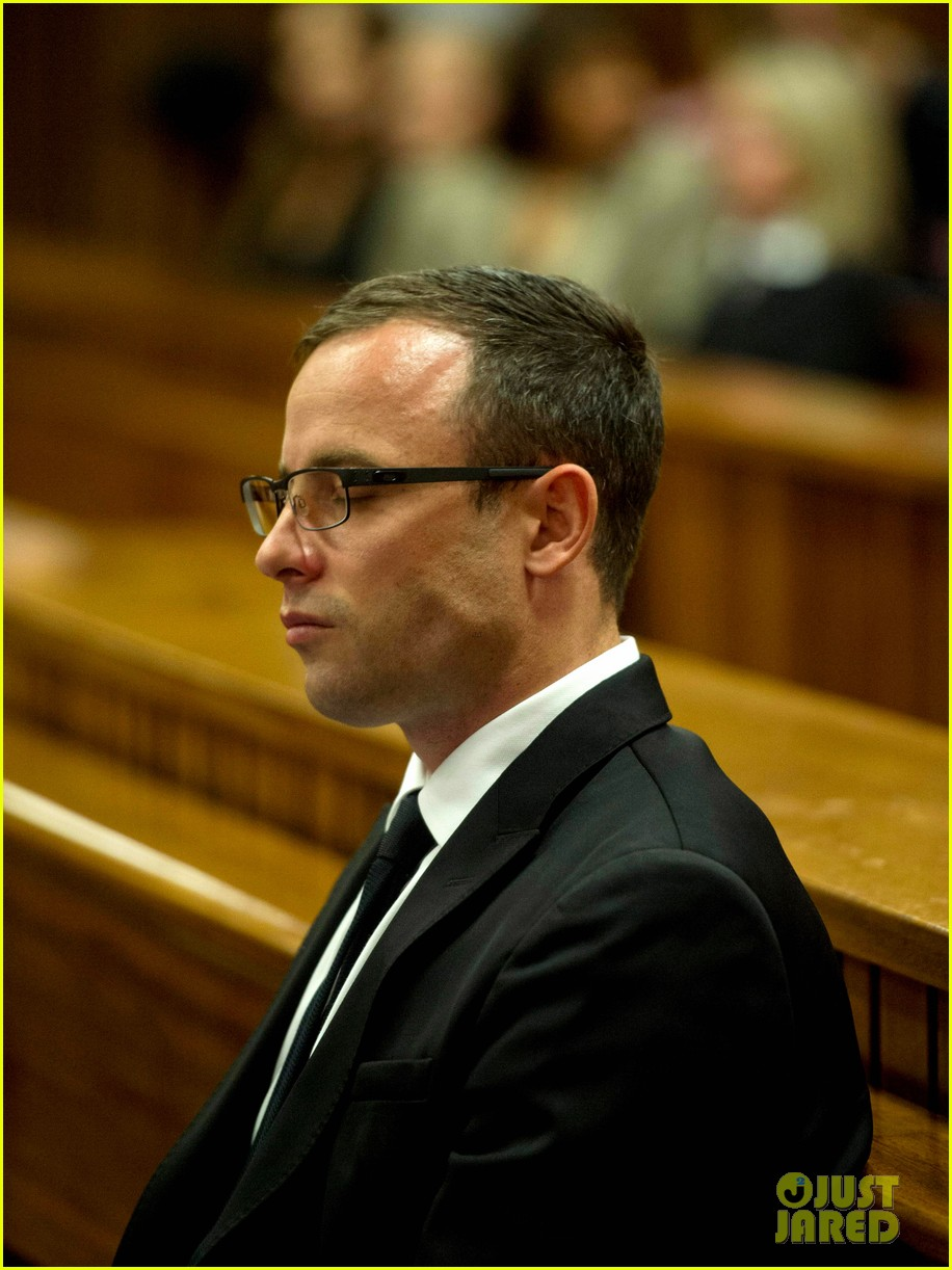 oscar pistorious takes the stand gives tearful apology 043086209