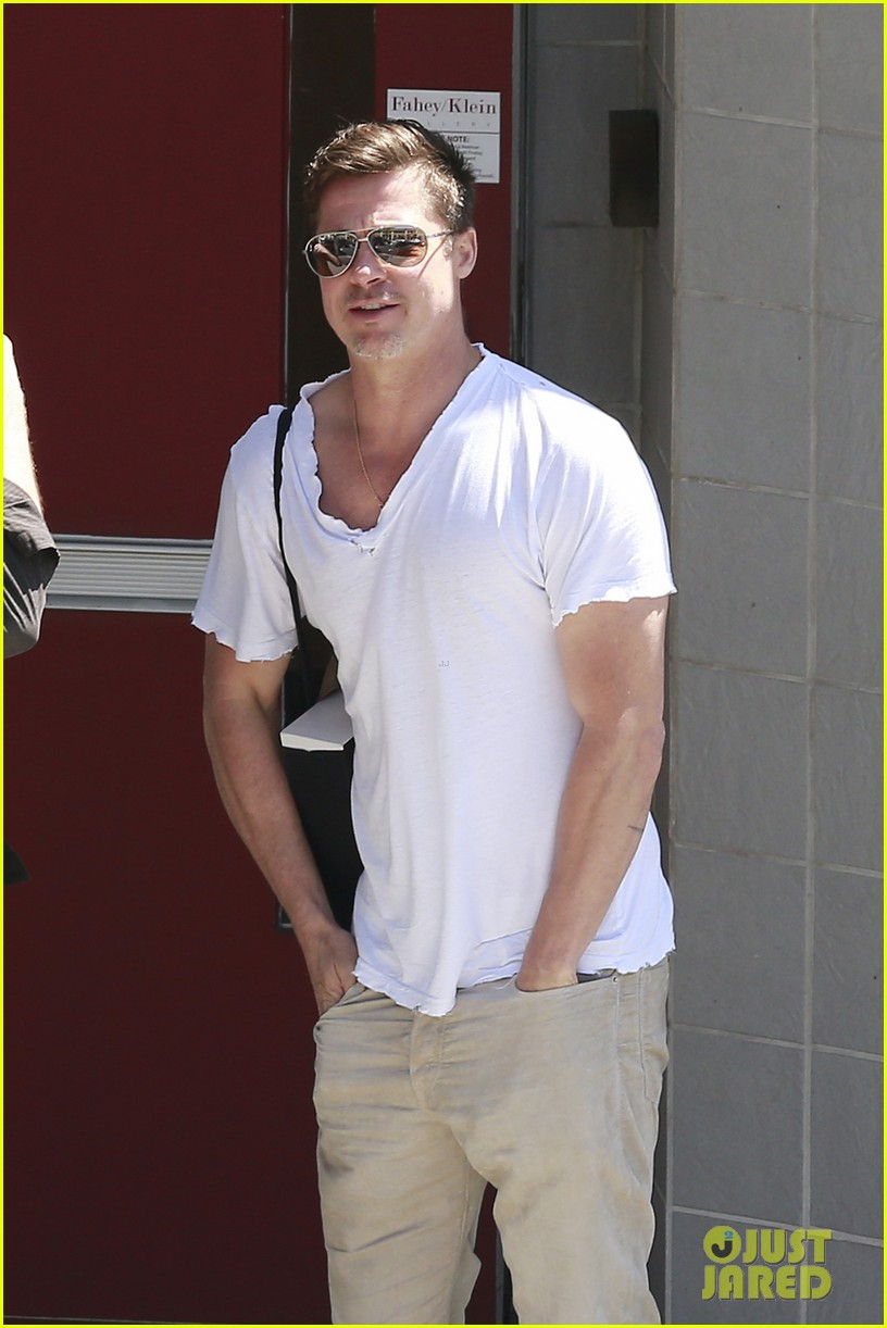 brad pitt looking super handsome is quite the friday treat 033089170