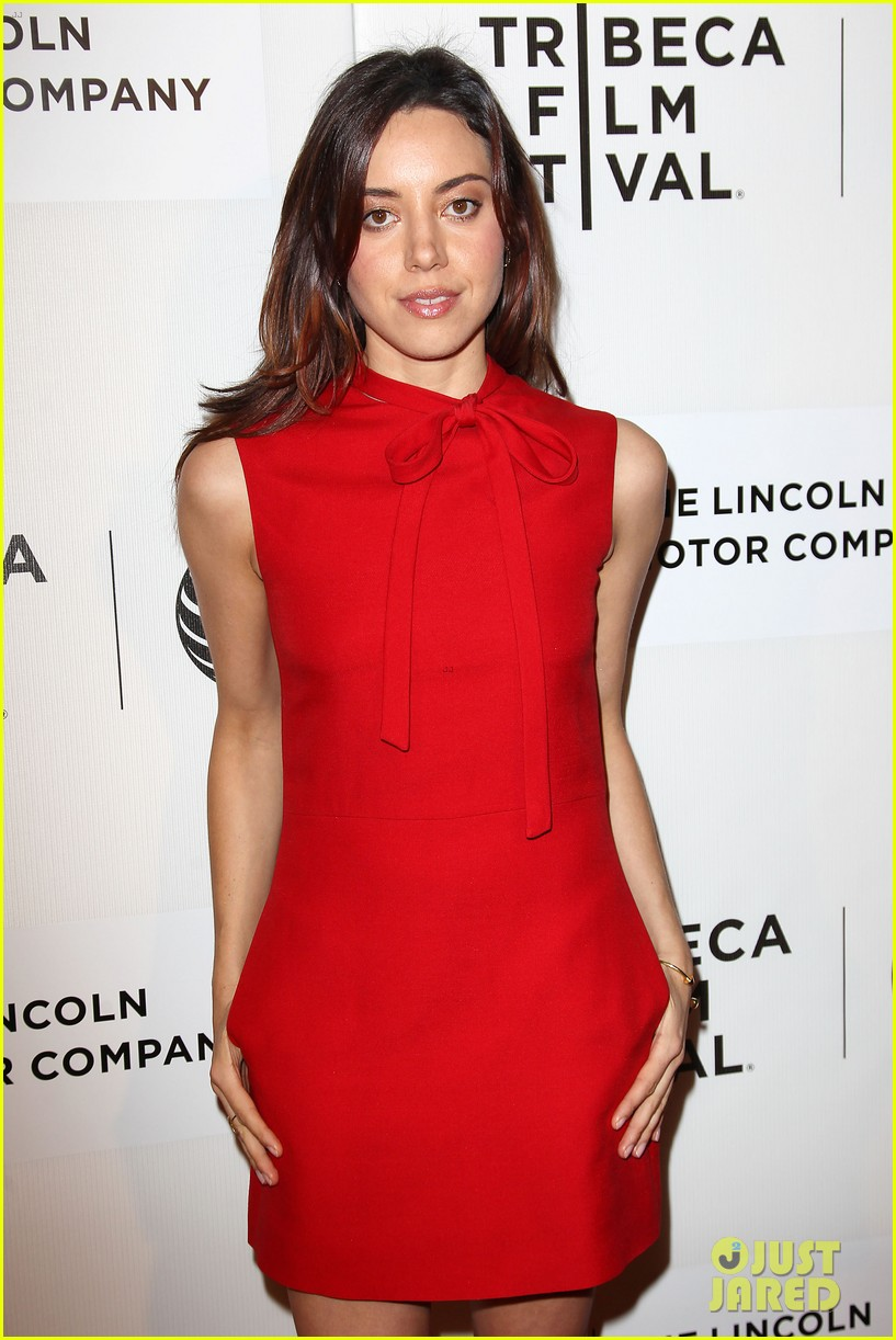 aubrey plaza maggie grace about alex tribeca premiere 15