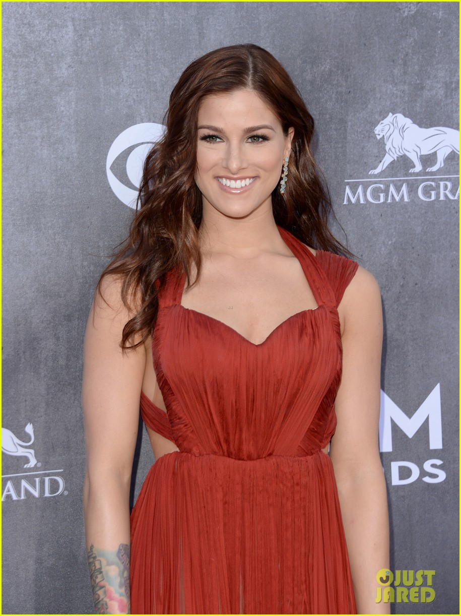 cassadee popes dress perfectly compliments red carpet at acm awards 2014 023085695