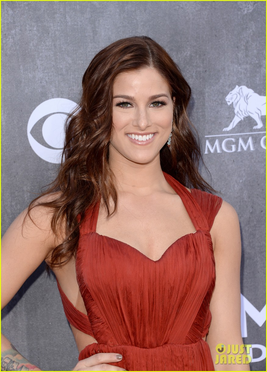 cassadee popes dress perfectly compliments red carpet at acm awards 2014 043085697