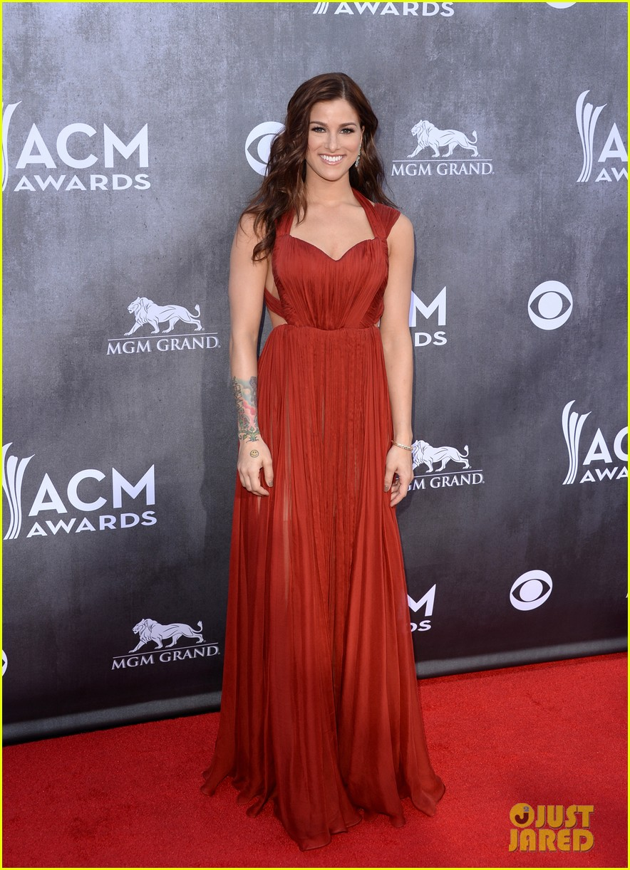 cassadee popes dress perfectly compliments red carpet at acm awards 2014 053085698